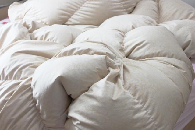 タンスのゲンで羽毛布団を買った評価と感想!寝返りも楽で温か睡眠